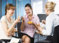 Ăn vặt nơi công sở